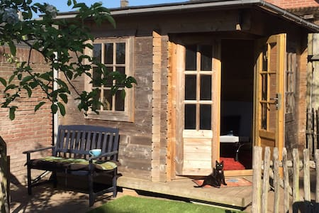Cosy Garden House Relax for 1 or 2p