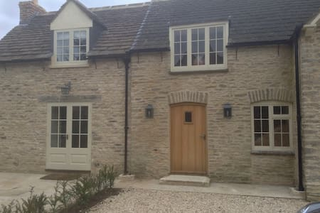 Hollywell, Shipton Moyne - Tetbury - Rumah