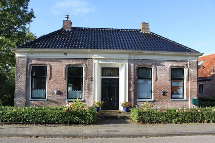 """Rentenierswoning """"De Ploegstee"""" in Wehe-den Hoorn"""