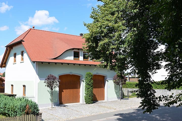 Modern apartment in Bavaria with floor heating and garden, located directly at the Jakobsweg.