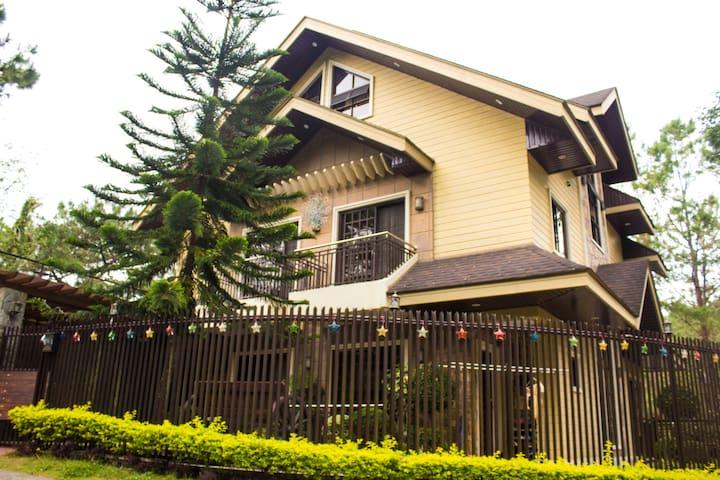 3 Storey 4 BR w/ View deck Elegant house. - Baguio - House