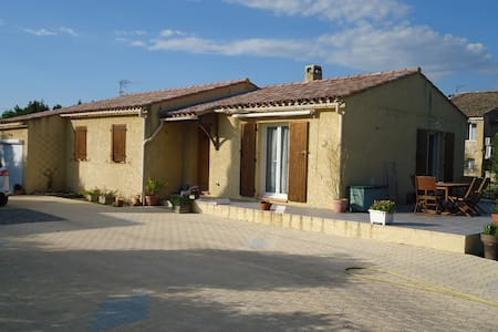 Villa T5 plein pied avec piscine sur terrain clos avec piscine. Les animaux ne sont pas admis. - Saint-Chamas - Vila