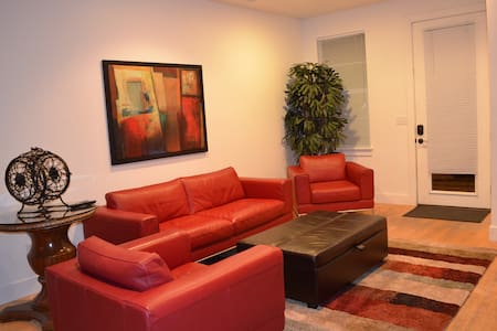 Beautiful, furnished 3 Bedroom Condo Downtown SLC - Солт-Лейк-Сити