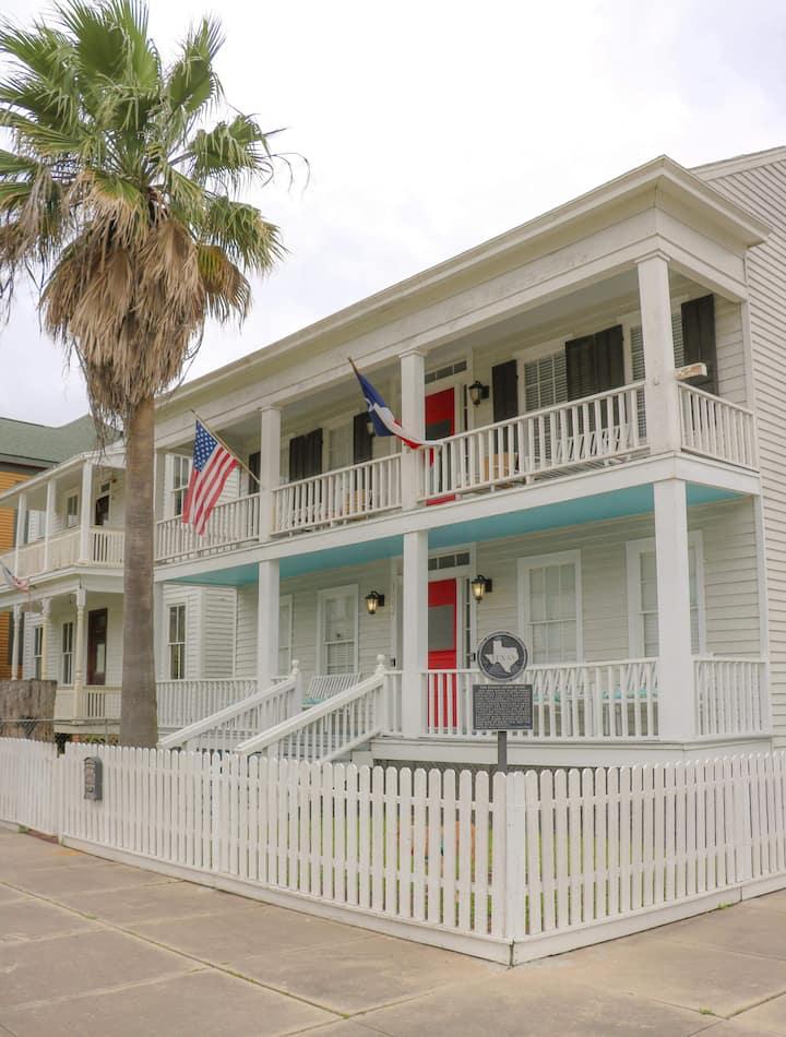The Wilbur Cherry house #2    Near Strand & beach