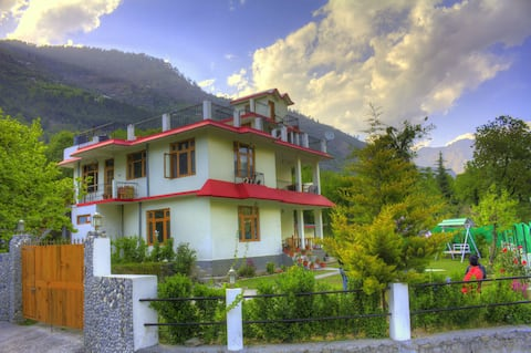 2 BR Cottage in Lush Garden close to Beas river.