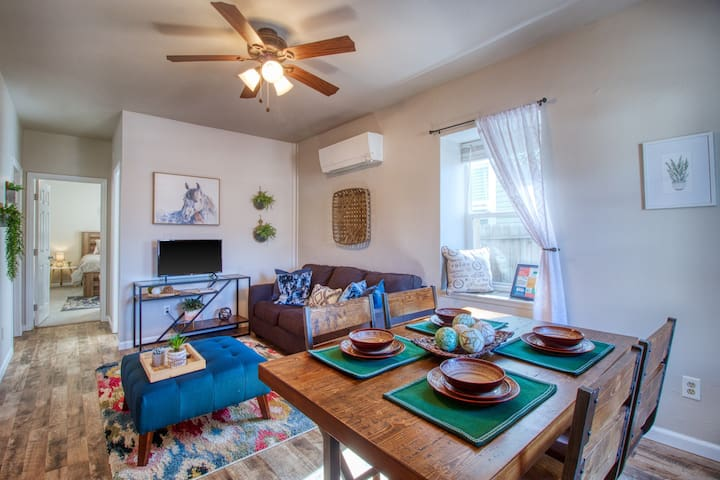 Beautiful & unique apartment near Old Colorado City - minutes from attractions!
