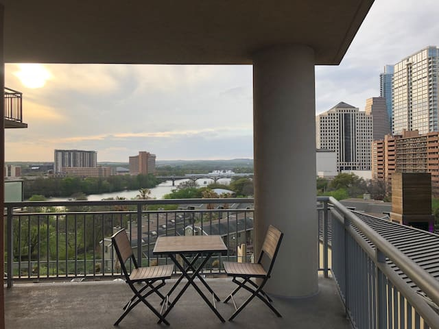 Luxury 2B2B furnished condo for Rent min 12 months