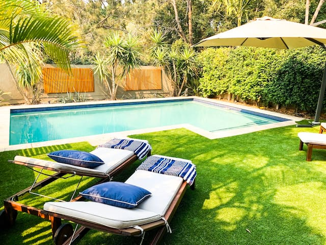 Perfect Family 4 BR Home with pool - 4kms to City!