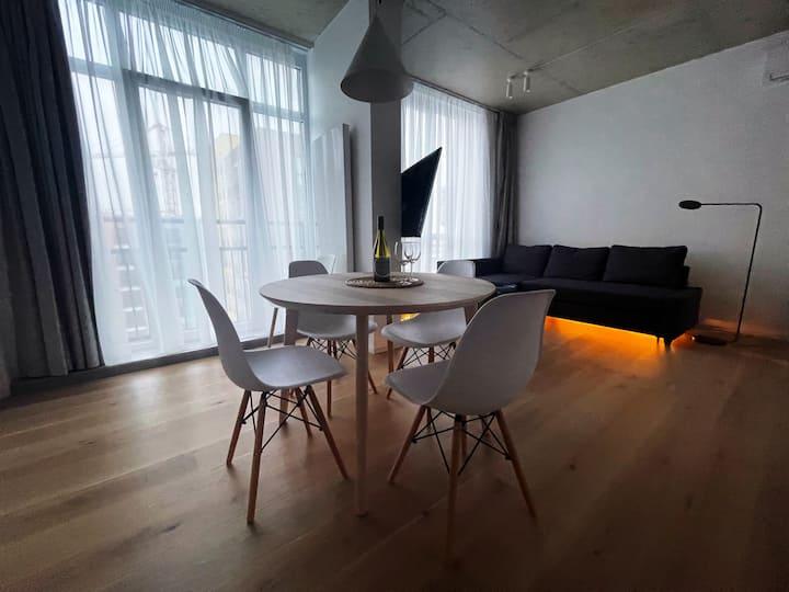 Cozy Modern Apartment / Затишна сучасна квартира