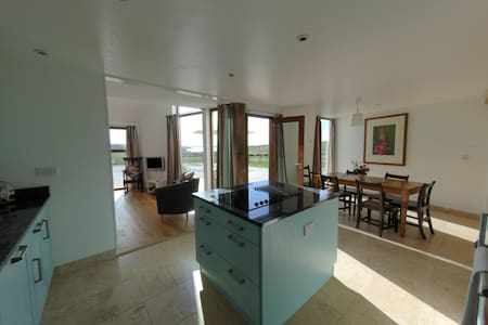 Secluded Barn Stunning Views Dog Friendly, Marloes