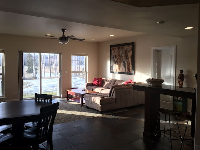 A cozy private Suite on Settlers Bay Golf Course - Wasilla - Casa