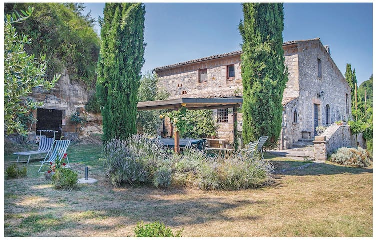 Holiday cottage with 6 bedrooms on 195 m² in Bagnoregio VT