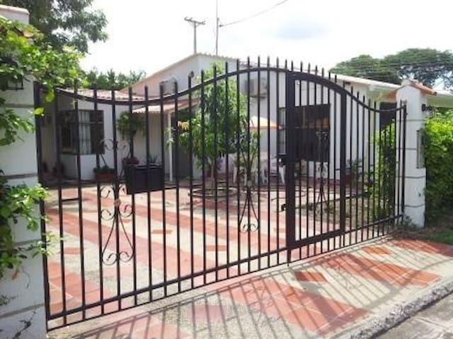 Casa de 4 alcobas en Conjunto Recreativo Santa Ana - Flandes - Huis