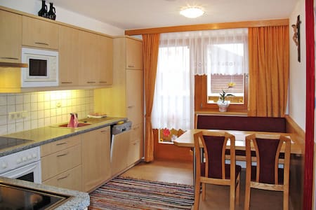 Apartment Haus Bergfeld for 4 persons - Spiss - Byt