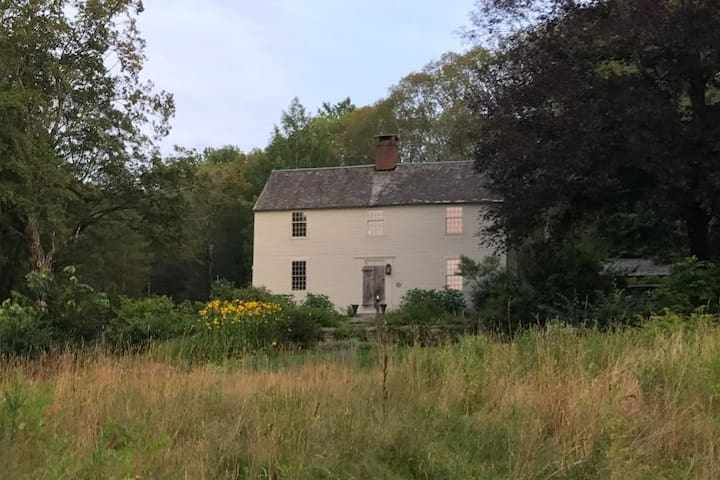 Historic 1720's Home and Garden Retreat