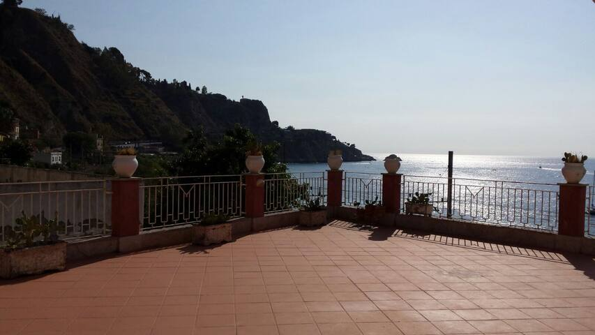 Penthouse in Taormina Sea Villagonia - Taormina - Apartemen