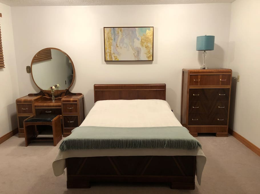 Cozy, clean, and spacious for you to stay for a few days or weeks. There is plenty of drawer space in this refinished art deco waterfall dresser and vanity and a double mattress with fresh linens.