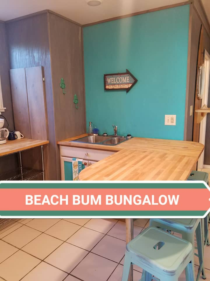 BEACH BUM BUNGALOW!  Cozy ground level apartment!