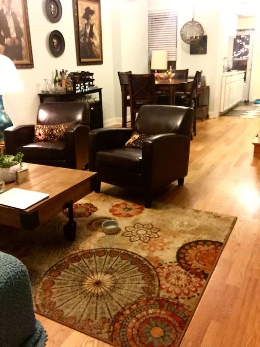 Spacious living room and dining room. Listen to music on the record player to relax or to work along to.
