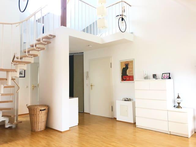 Wunderschöne Galerie- Wohnung in zentraler Lage