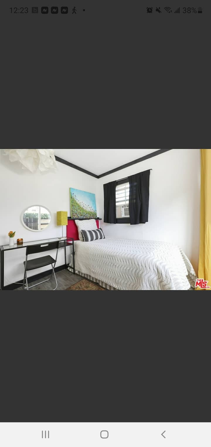 PRIVATE cozy room with separate entry from outside