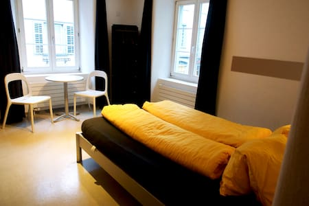 VIVA Hostel- Double Bedroom Privat - Chur - Asrama