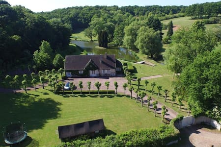 9 acres, private 6 hole golf course - Bréchamps
