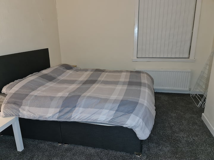 Lovely 2 bed flat, fully furnished with garden