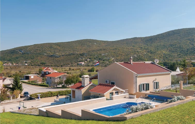 Holiday cottage with 2 bedrooms on 105m² in Neoric