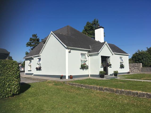 Cosy farmhouse guest suite