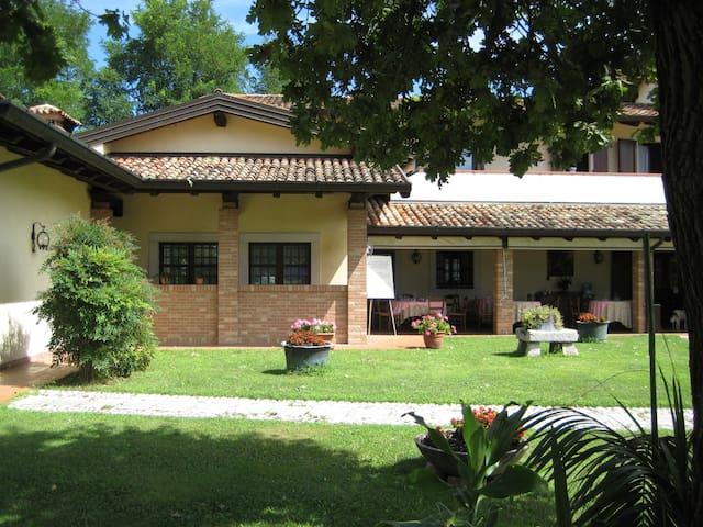 Agriturismo Casa Shangri-La relax e vini e cibo - San Giovanni Al Natisone - Bed & Breakfast