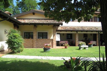 Agriturismo Casa Shangri-La relax e vini e cibo - San Giovanni Al Natisone - Гестхаус