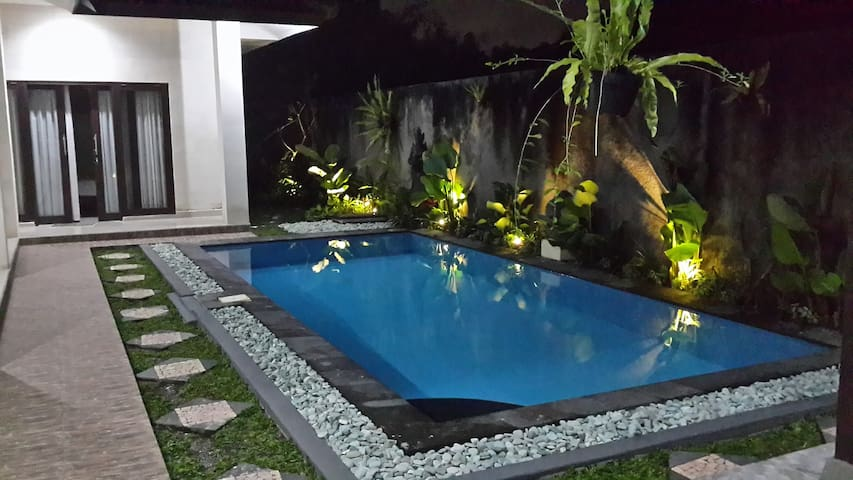 AMAZING 3 BEDROOMS, PRIVATE POOL AND PARKING