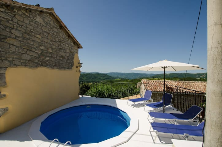 House for 4+1 persons with pool in Buzet R73875