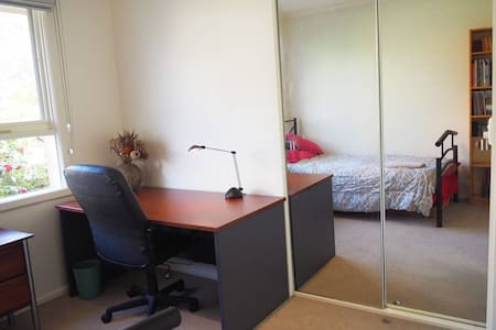 King Single 'Bedroom 2' walking distance to Monash