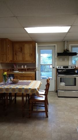 Guest Suite with TV, Kitchen and Washer Dryer