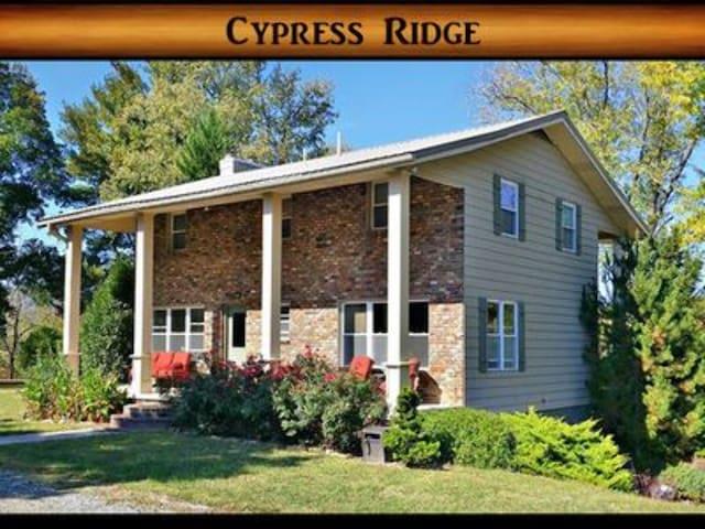 Cypress Ridge } Pool Table / Flat Parking / 15 min from Cades Cove