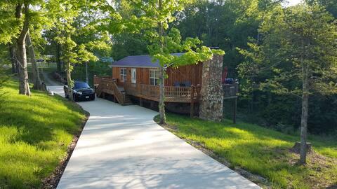 Cedar Cabin-Great Staycation Getaway in Lynchburg