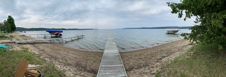 Private Lakefront Cottage - Crystal Lake