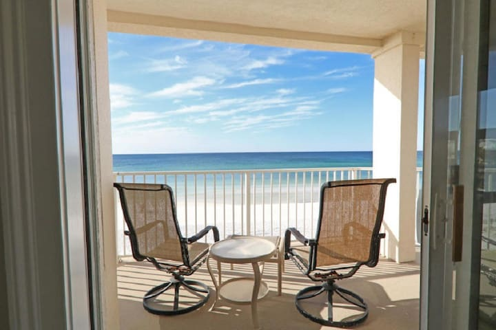 HGTV Worthy-Beachfront Completely Remodeled- Gated