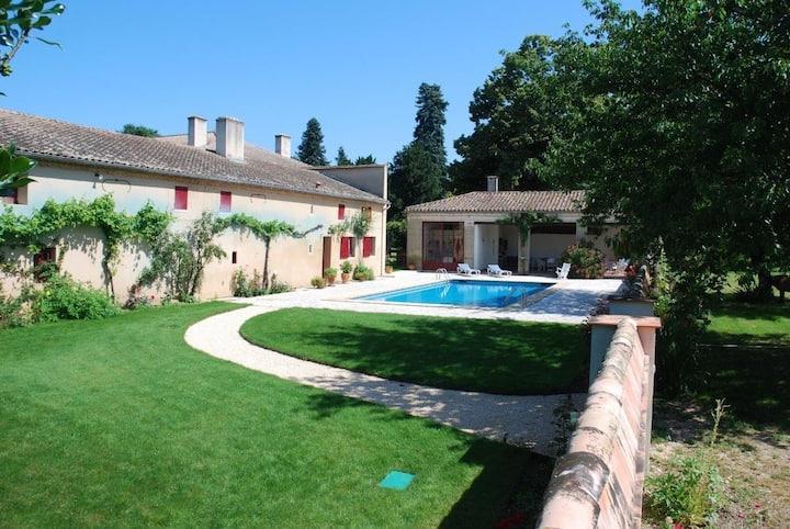 Aile d'une chartreuse (180m²- 4ch )-piscine privée