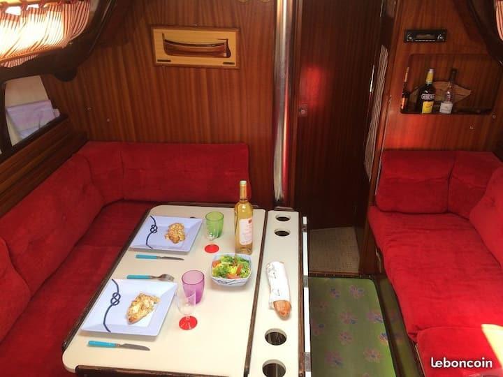Beau voilier de 10 mètres 2 cabines doubles