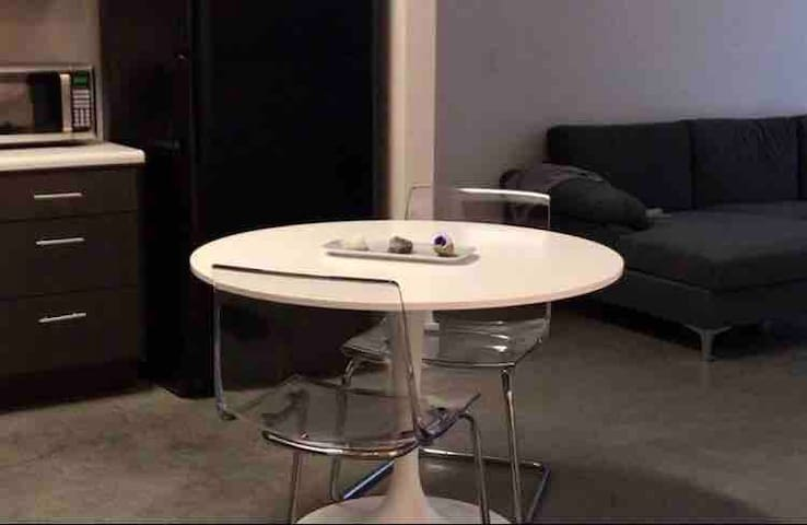 Nice apt minutes from downtown! *420 friendly*
