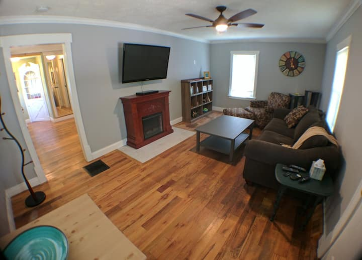 Cozy House in Historic Downtown Loveland