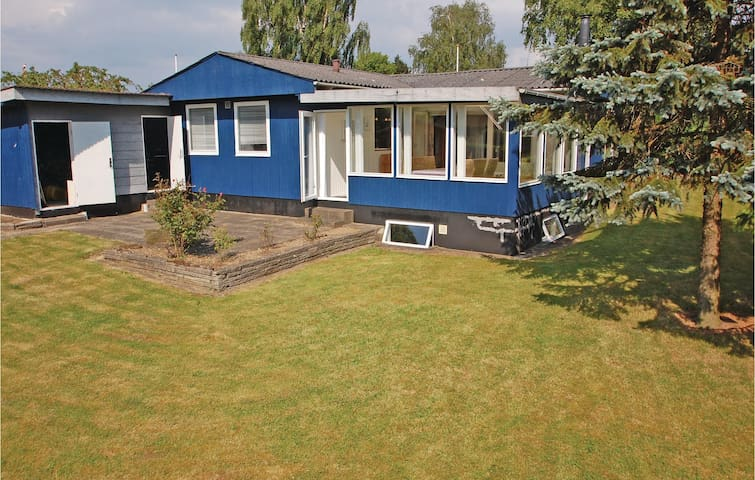 Holiday cottage with 3 bedrooms on 75m² in Hejls
