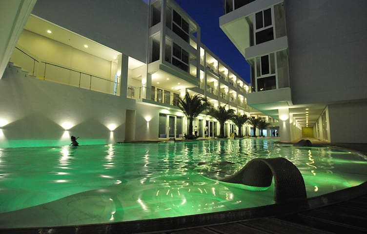 Boracay Luxury Resort Station 3 Beachfront for 2
