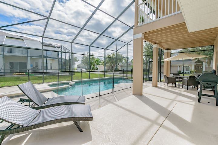Stunning Five Bed Vacation Home with Pool WH0101