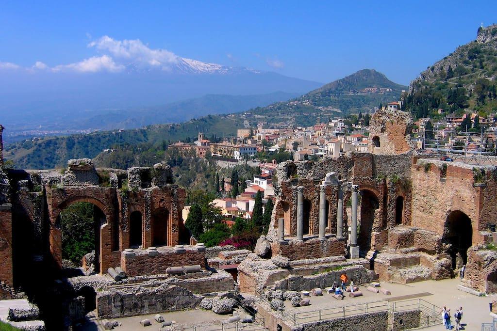a 27 km da Taormina