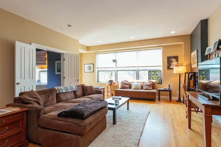 Spacious Affordable Luxury Clean Wicker Park Condo - 芝加哥 - 公寓