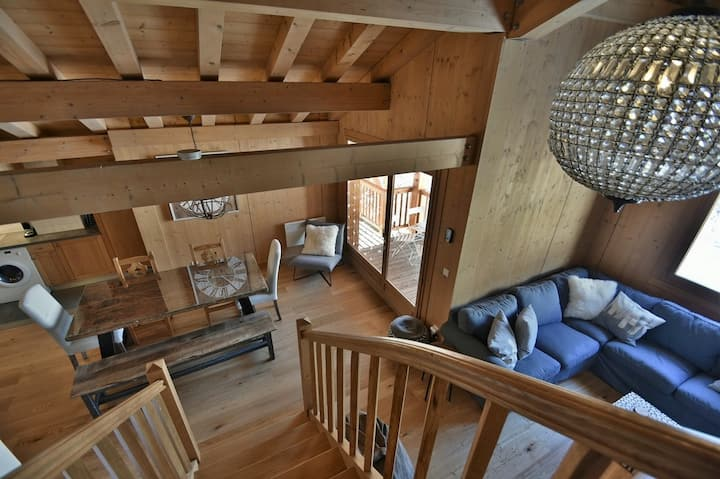 Stylish piste-side 4 bed duplex apt for 8-10 with wifi